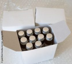 Image: small bottle in a small box; Copyright: panthermedia.net/sir_nength99