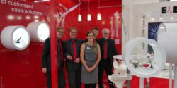 Image: Group picture at an exhibition stand; Copyright: beta-web/Petig