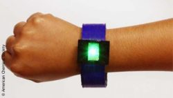Image: This LED bangle, including a lithium-ion battery, was made entirely by 3D printing; Copyright: American Chemical Society