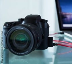 Image: Camera that is connected to a laptop computer; Copyright: panthermedia.net/Diego Cervo