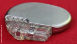 Image: A silver cardiac pacemaker in an extreme close-up; Copyright: panthermedia.net/bdspn74