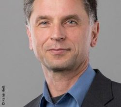 Image: Smiling man with short grey-black hair - Prof. Holger Heuermann; Copyright: René Heß