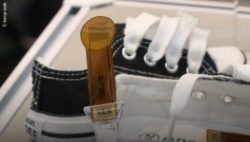 Image: Printed sensor next to a running shoe; Copyright: beta-web
