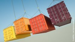 Image: four computer-generated containers hanging on crane ropes; Copyright: panthermedia.net / bayberry
