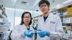 Image: Researchers with new biopsies device ; Copyright: National University of Singapore