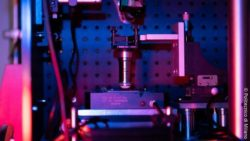 Image: optical microscope in purple-ish light; Copyright: Politecnico di Milano