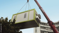 Image: Container hanging on a crane; Copyright: Fraunhofer IPA