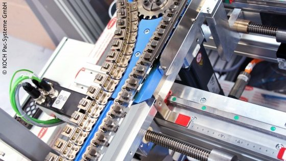 Photo: Foil width adjustment of the machine; Copyright: KOCH Pac-Systeme GmbH