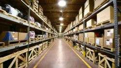 Image: Hall warehouse of an industrial manufacturer; Copyright: PantherMedia / meteor