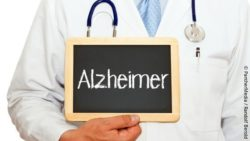 "Image: male doctor holding a sign with the word ""Alzheimer"" written on it; Copyright: PantherMedia / Randolf Berold"
