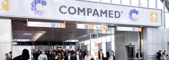 Image: COMPAMED entrance with crowd; Copyright: Messe Düsseldorf