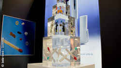 Image: A tower made of plastic; Copyright: beta-web/Schmitz