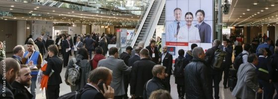 Image: MEDICA and COMPAMED's filled entrance hall; Copyright: Messe Düsseldorf/ctillmann