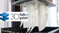 Image: 3D-printed hands with 3D fab+print Additive Manufacturing Conference logo; Copyright: Messe Düsseldorf