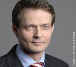 Image: A man in a suit with short, dark blond hair - Andreas Schneider; Copyright: Fraunhofer IBMT / Bernd Müller