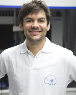 Image: Smiling man with short dark hair and white T-shirt - Prof. Christoph Hoeschen; Copyright: photonicfab