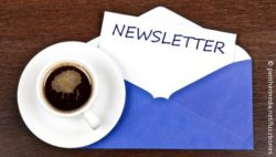 "Image: Cup of coffee next to blue envelope with a note ""newsletter"" in it; Copyright: panthermedia.net/fuzzbones"